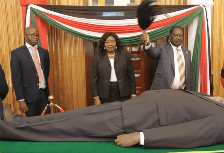 Raila Odinga views Moi's body – VIDEO