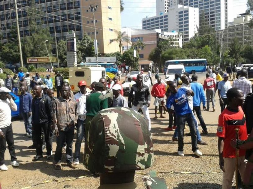 Kidero, Khalwale supporters clash at Milimani court