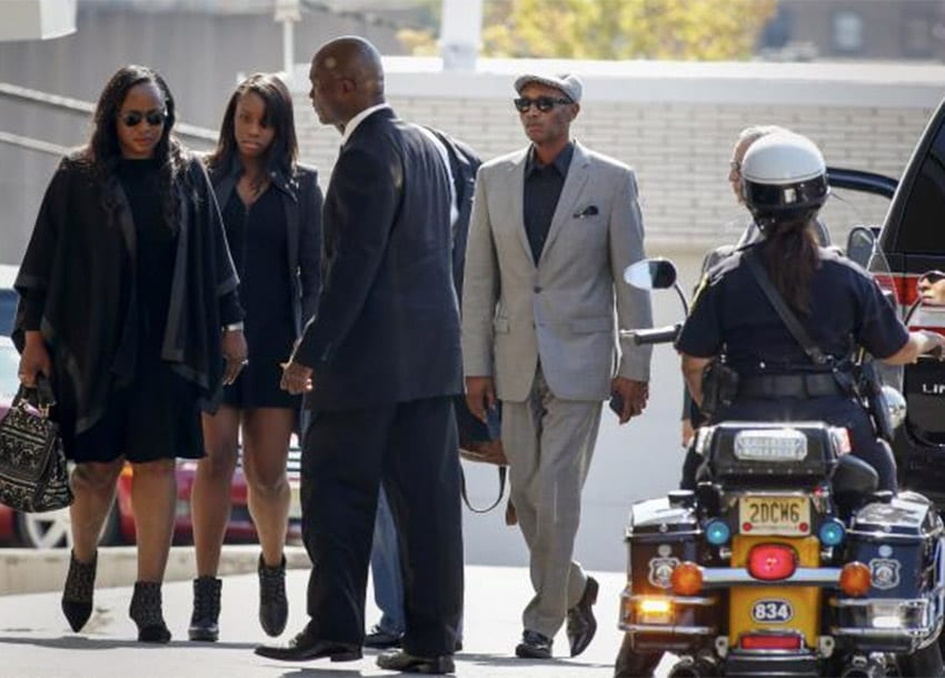 People go inside of the Whigham funeral home after the hearse believed to be carrying the body of Bobbi Kristina Brown arrived to the funeral home in Newark, New Jersey August 3, 2015. REUTERS/EDUARDO MUNOZ