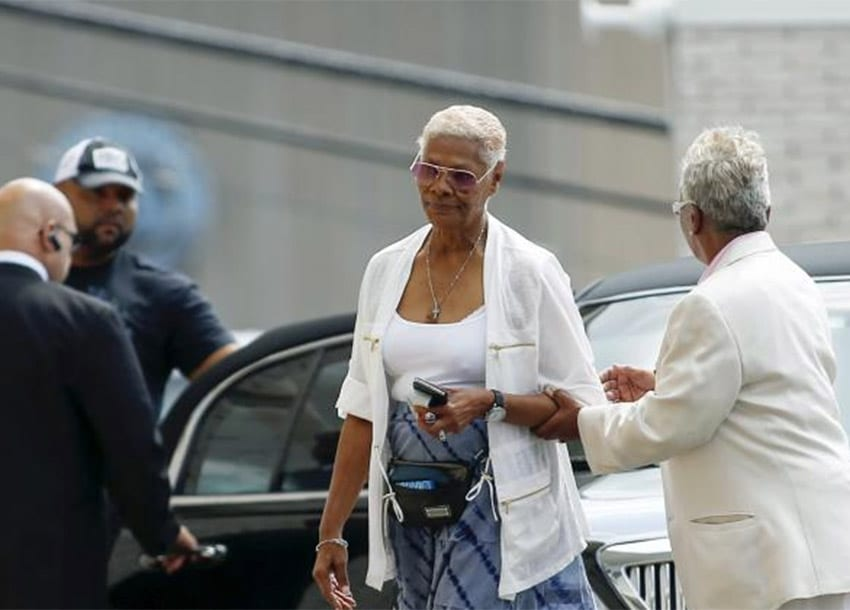 Singer Dionne Warwick (C) attends the funeral service of Bobbi Kristina Brown at the Whigham Funeral Home in Newark, New Jersey August 3, 2015. REUTERS/EDUARDO MUNOZ left8 of 8right  left1 of 8right