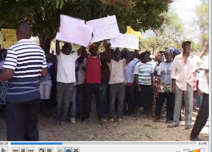 Baringo residents block access to Lake Bogoria park