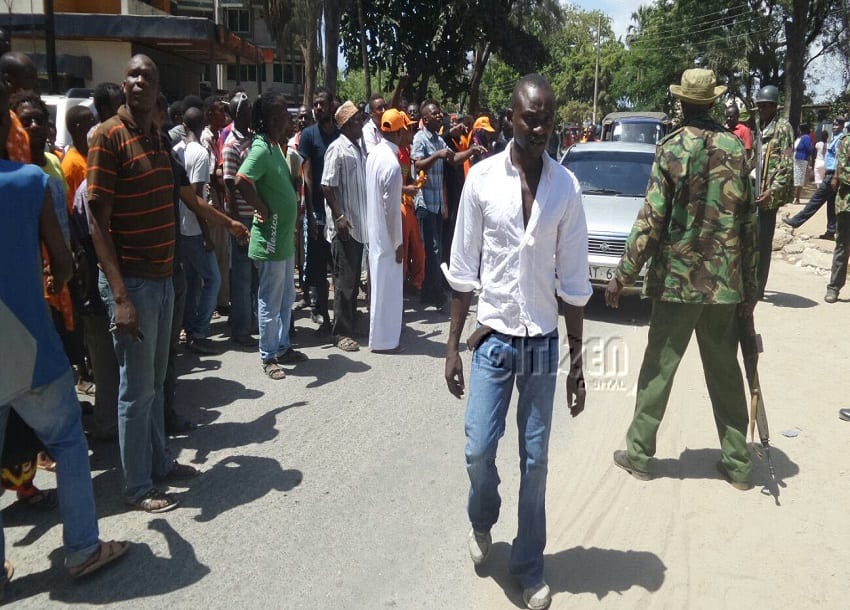 PICTORIAL: CORD leaders storm Malindi police station over arrest of MCA
