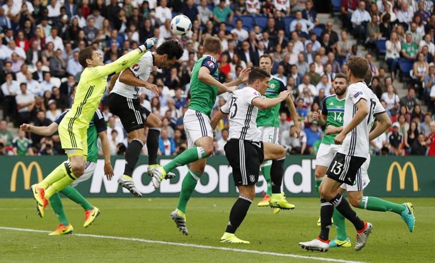Gomez powers Germany top in win over N Ireland