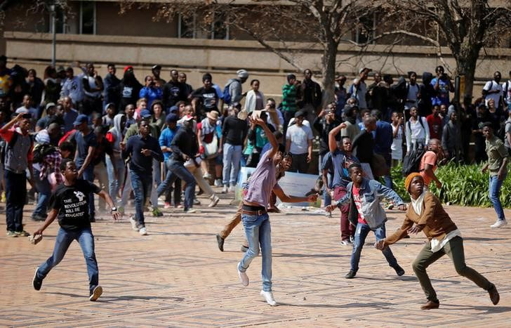 Two hurt in South Africa protest, students say rubber bullets fired