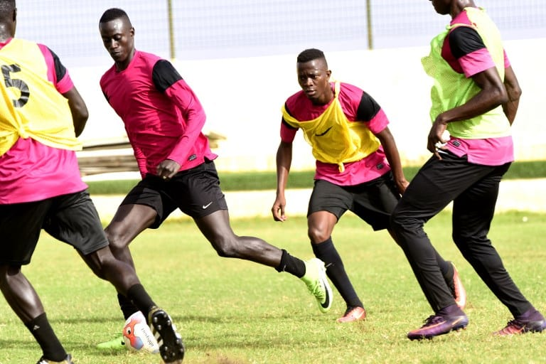 Senegalese player Ibrahima Niane (L) trains at the Generation Foot Academie on June 14, 2017 in Deni Biram Ndao, eastern Dakar.  AFP PHOTO / SEYLLOU