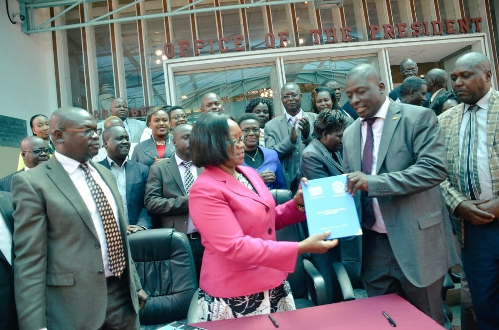 Civil servants gifted hefty pay rise in new deal