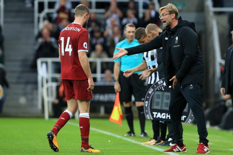 Liverpool's German manager Jurgen Klopp (R) gestures to Liverpool's English midfielder Jordan Henderson during the English Premier League football match between Newcastle United and Liverpool at St James' Park in Newcastle-upon-Tyne, north east England on October 1, 2017. PHOTO/AFP