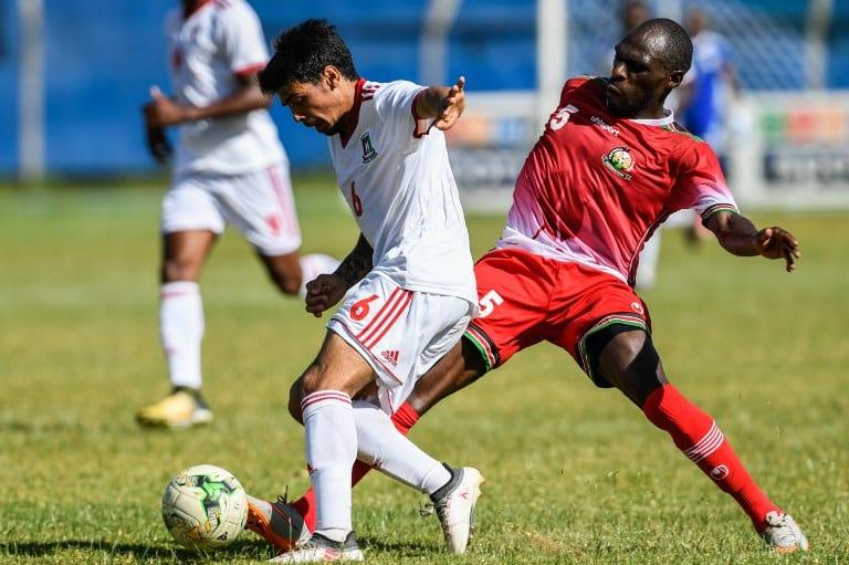 Ivan Salvador Edu (L) of Equatorial Guinea vies a ball with Joash Onyango of Kenya during their friendly football match at Kenyatta stadium in Machakos, on May 28, 2018. / AFP PHOTO / Simon MAINA