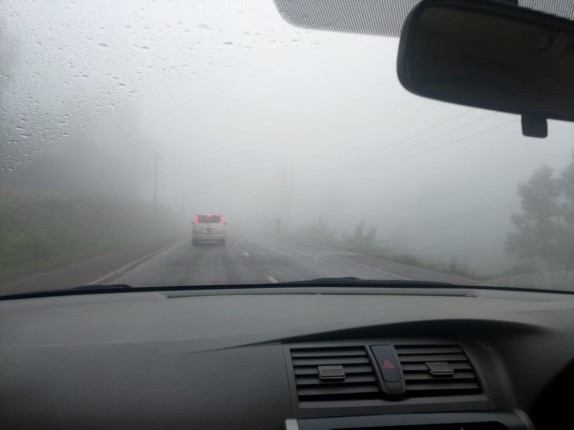 Foggy weather along the Nyeri-Karatina Road on Monday. Photo/WANGUI KIANA