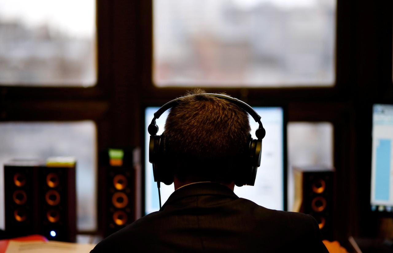 Turn it down! Millennials music habit puts their hearing at risk: U.N.