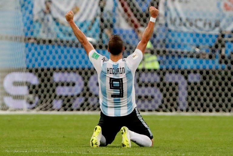 Higuain announces Argentina retirement