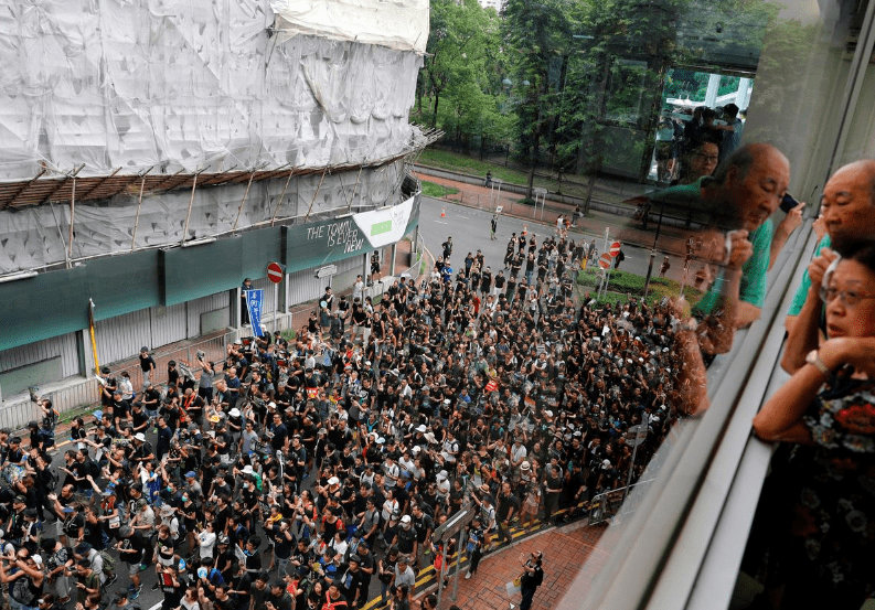 Hong Kong protesters resume chorus of opposition to extradition bill
