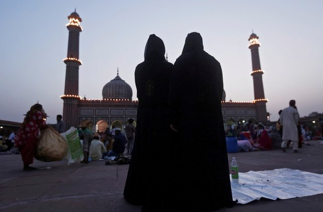 India's parliament votes to outlaw Muslim instant divorce