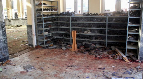 Suicide bomber kills scores in Afghan mosque attack