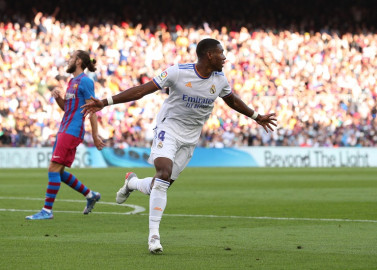 Alaba strikes on Clasico debut as Real win at Barcelona