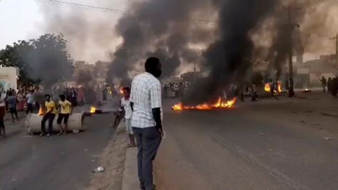 Seven killed, 140 hurt in protests against Sudan military coup